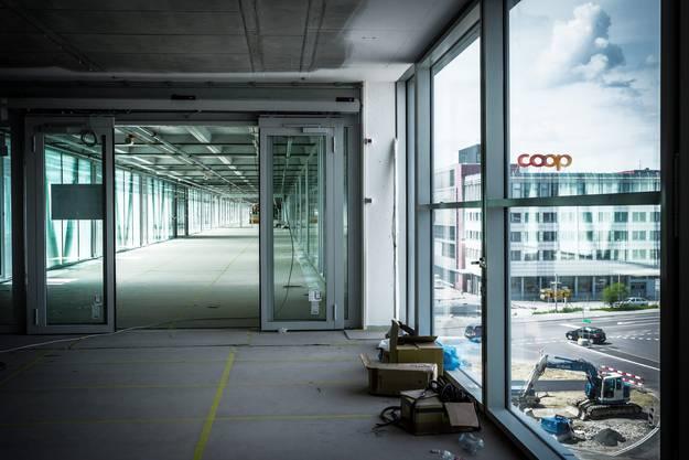 Die 162 Meter lange Passerelle verbindet die beiden Hauptgebäude der Coop-Zentrale in Schafisheim.