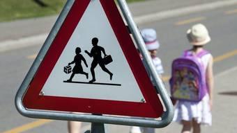 Wegen des langen Schulwegs und der Busfahrt sorgen sich Villmerger Eltern um die Sicherheit ihrer Kinder. (Symbolbild)