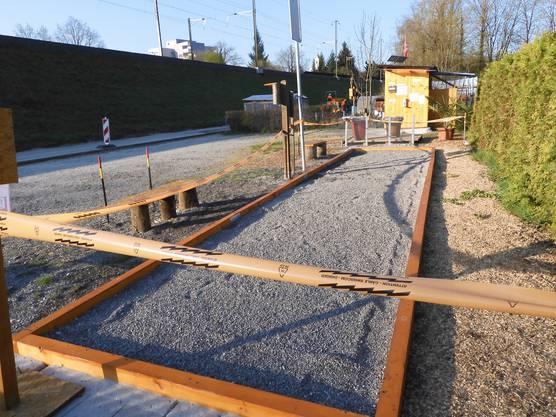 Im Schrebergarten in Windisch - mit über 100 Parzellen einer der grössten im Kanton - sind öffentliche Anlagen wie die Bocciabahn gesperrt.
