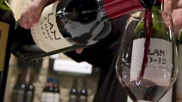 Die Diebe kennen sich aus mit Wein (Symbolbild)