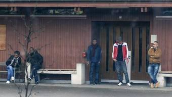 Manche fahren schwarz: Asylbewerber in der Unterkunft in Bremgarten.