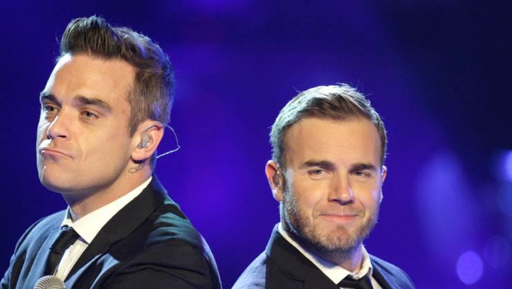 """Robbie Williams (links) und Gary Barlow (rechts) feierten einst mit Take-That Erfolge mit ihrem Song """"Shame"""". Jetzt haben sie bei Instagram den Song im Online-Duett gesungen. (Archivbild)"""