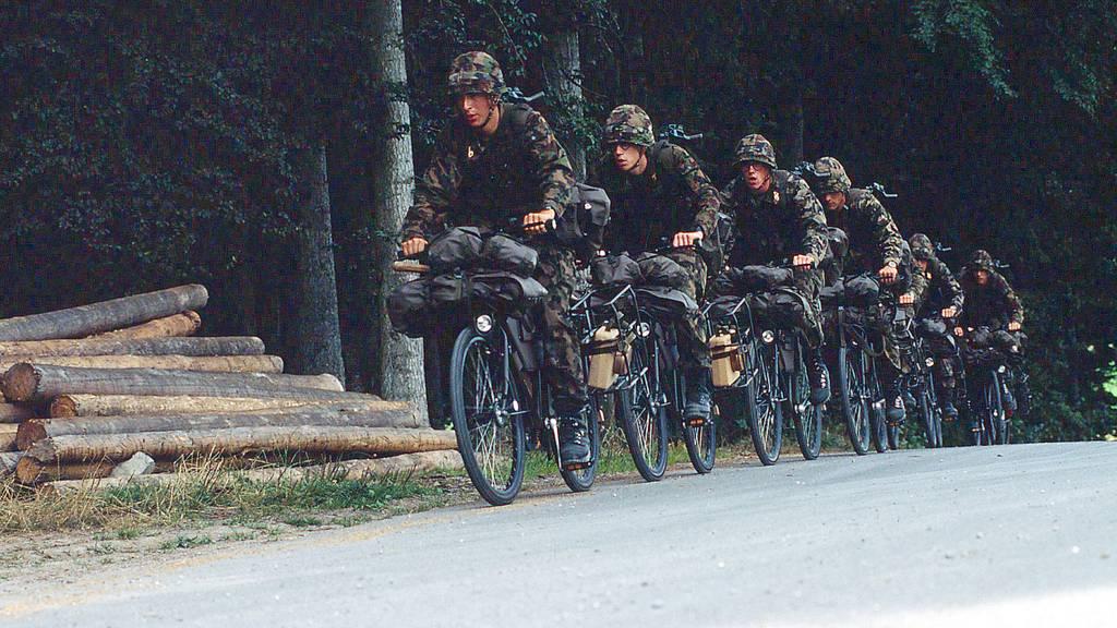 Armee führt Ausweiskontrolle für WK ein