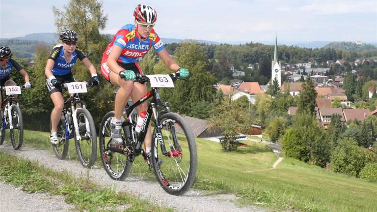 Michelle Hediger auf ihrer Siegesfahrt an der Aargauer Mountainbikemeisterschaft 2011. Marcel Siegrist