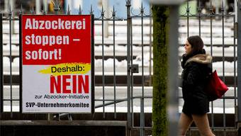 Ein Schlagwort prägt die Debatte: Plakat der Gegner der Abzocker-Initiative, die 2013 vom Schweizer Stimmvolk angenommen worden ist.