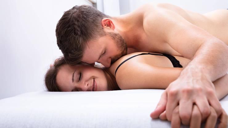 Ein spanischer Sexologe rät von Sex von Angesicht zu Angesicht ab.