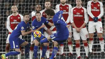 Marcos Alonso von Chelsea mit einer speziellen Freistoss-Variante gegen Arsenal