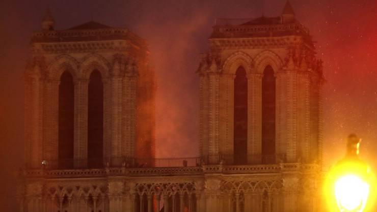 Flammenhölle in Notre-Dame am Montagabend.