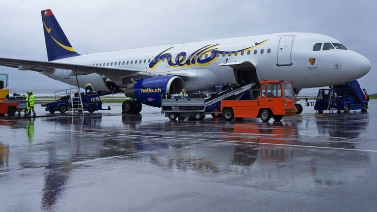 Gestrandet: In diesem Airbus A320 der Fluggesellschaft Hello reiste der FCB bis anhin. Nun steht er am Euroairport still.