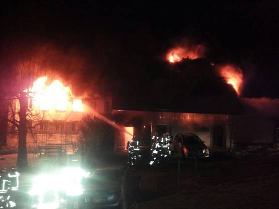 100 Feuerwehrleute kamen bei der Brandbekämpfung zum Einsatz.
