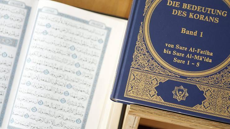 Der Islam bewegt die Schweizer Parteien offenbar mehr als das Christentum. Zumindest zeigt das eine neue Analyse von Dutzenden Vorstössen in Schweizer Parlamenten. (Themenbild)