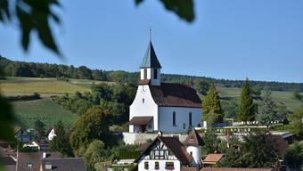 Den Friedhof auf dem Areal der Kirchgemeinde Bözen betreiben die Einwohnergemeinden Bözen, Effingen und Elfingen gemeinsam.