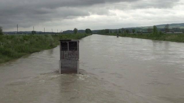 Hochwasser: Feuerwehr im Dauereinsatz