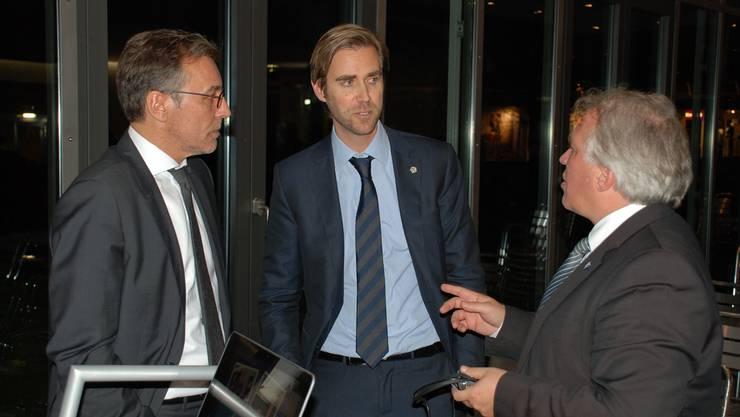 René Meier (Chef Challenge League FC Wohlen), Claudius Schäfer (CEO Swiss Football League) und Andy Wyder (Präsident FC Wohlen) diskutieren über die Zukunft des Vereins in der Challenge League. fh