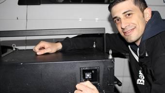 Kurzfristig ohne Bewilligung: Vano Soleymani musste sein Laser-Kunstprojekt am Dienstag absagen. Karin Pfister