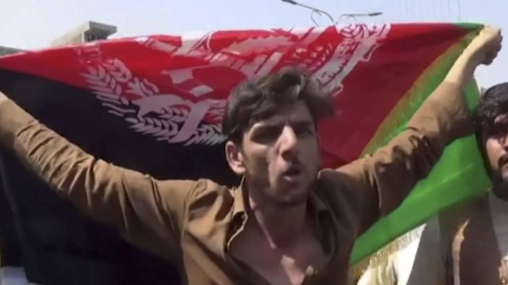 Erneut Demonstrationen mit Nationalflagge in Afghanistan