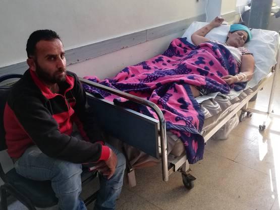Kaum genügend Schmerzmittel, um es auszuhalten: Fadi Sabri Habsoori und seine Frau Juliette im Spital von Qamishli.