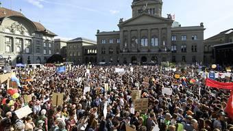 Unter den Wählerinnen und Wählern der Grünen sind viele, die an den letzten Wahlen 2015 nicht teilgenommen haben. Zu ihrer Mobilisierung trugen wohl auch die Klimademonstrationen bei. (Archivbild)