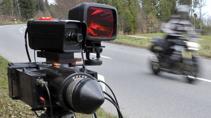 Um sich vor mobilen und festen Radars warnen zu lassen, kaufen sich immer mehr Verkehrsteilnehmer illegale Geräte.