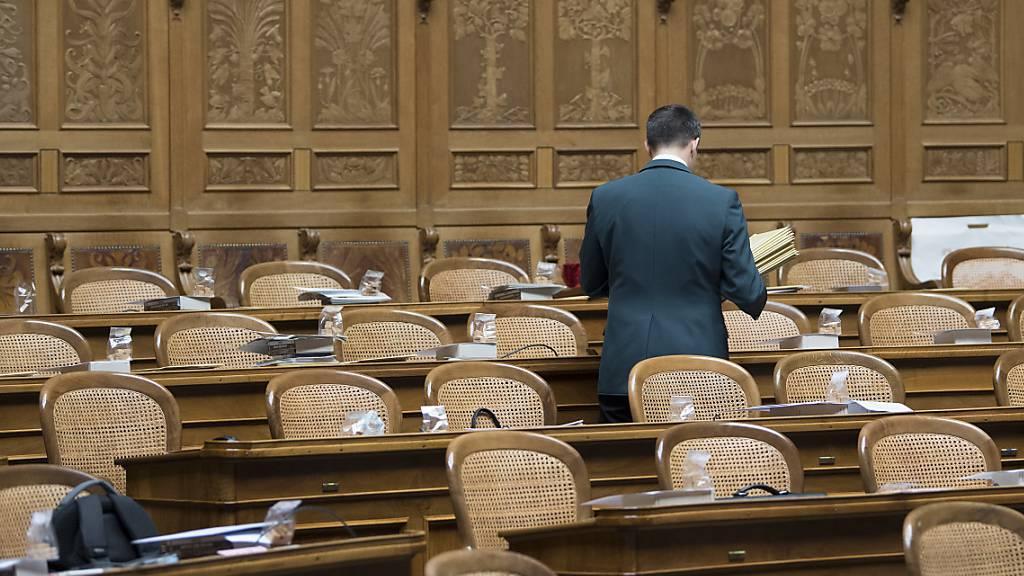Vier abgewählte Parlamentsmitglieder wollen Überbrückungshilfe