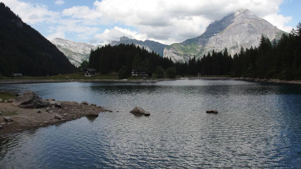 Ferientipp: Mit der Luftseilbahn von Intschi zum Arnisee