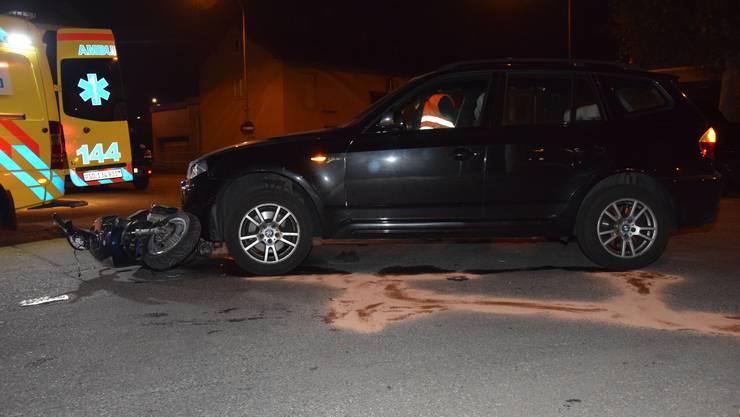 Beide Fahrzeuge wahren nicht mehr fahrbar nach der Kollision.