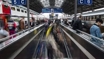 Die SBB erwarten, dass ab etwa 2030 täglich rund 100'000 Reisende im Bahnhof Lausanne ein-, aus- und umsteigen werden. (Archivbild)