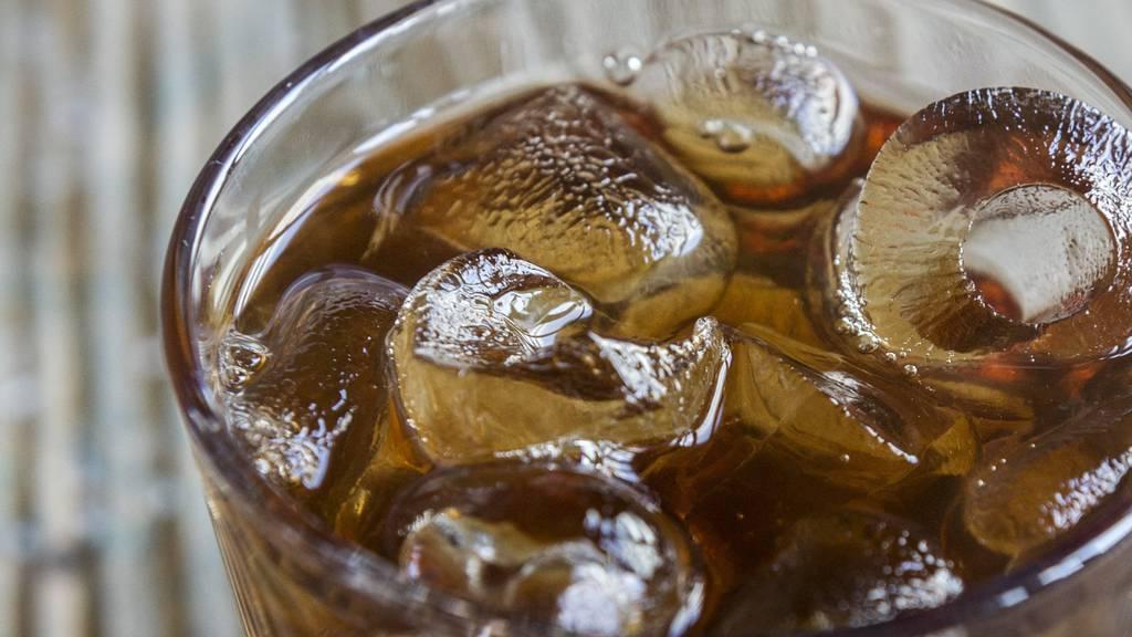 Fäkalkeime in Eiswürfeln von Gastrobetrieben gefunden