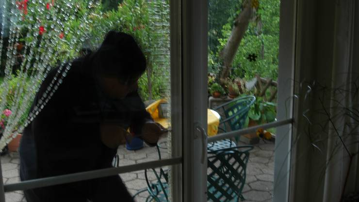 Der Fensterbohrer löste am frühen Montagmorgen eine Grossfahndung von Polizei und Grenzwache aus. (Symbolbild)