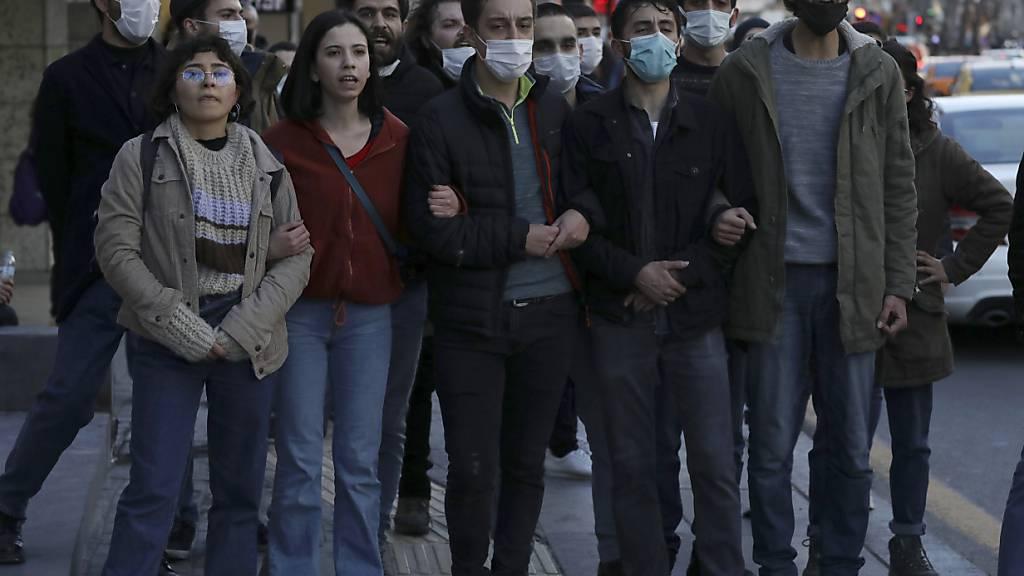 Pizza, «Terroristen» und Tränengas - Türkische Studenten protestieren