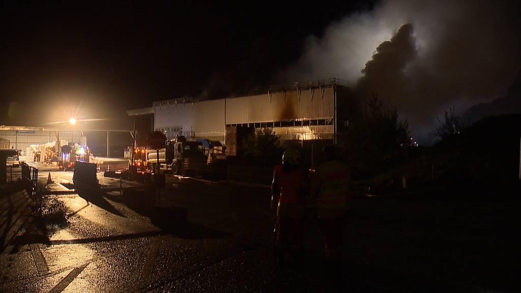 Grosser Sachschaden nach Brand in Recycling-Anlage in Glattbrugg