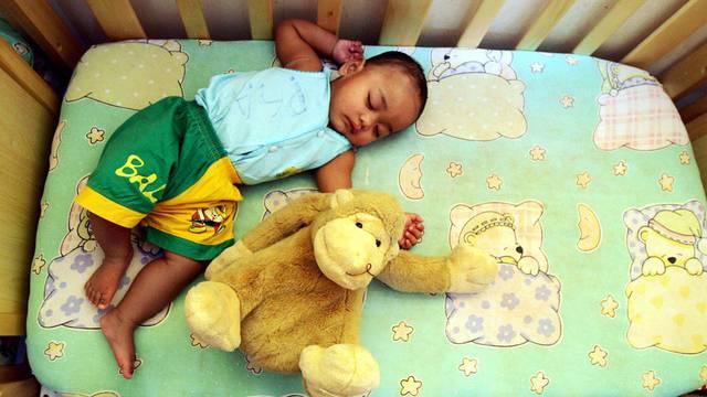 Ein schlafendes Waisenkind (Symbolbild)