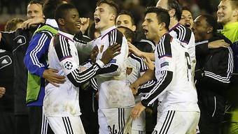Die Spieler des FC Basel feiern den Einzug in die K.o.-Runde