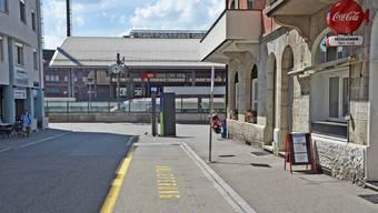 Hinter dem Bahnhof an der Martin-Disteli-Strasse wird der Anlieferungsbereich verkleinert.