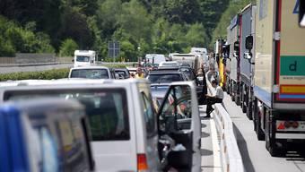 Ein Unfall auf der A4 verursachte Stau im Morgenverkehr. (Archiv)