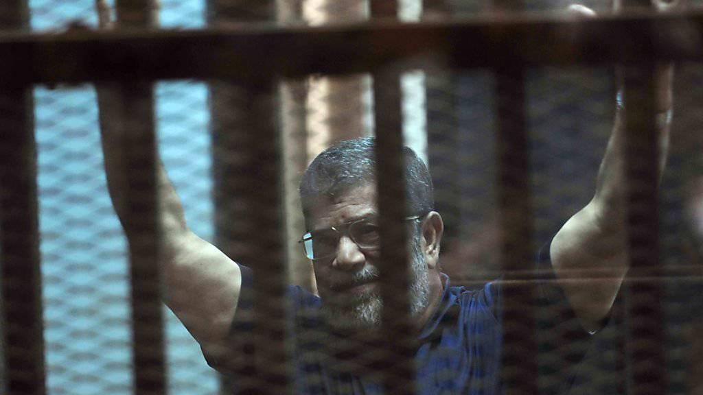 Ägyptens ehemaliger Präsident Mohammed Mursi ist erneut zu einer Haftstrafe verurteilt worden. (Archivbild)