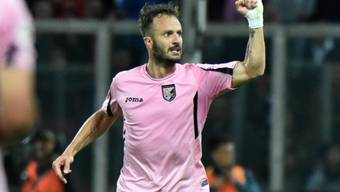 Torschütze Alberto Gilardino jubelt über den Klassenerhalt mit Palermo
