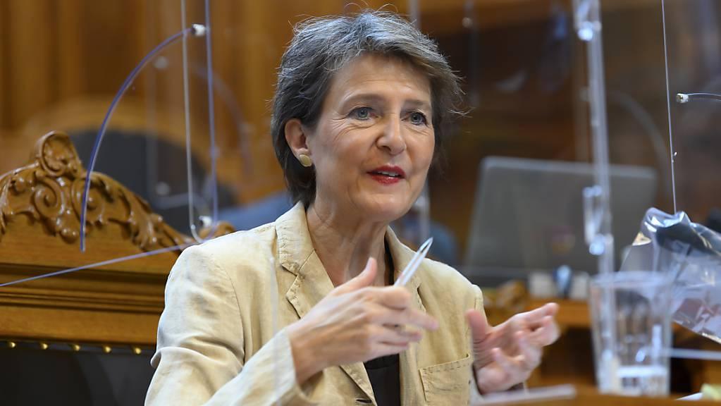 Umweltministerin Simonetta Sommaruga warb im Parlament erfolgreich für das revidierte CO2-Gesetz. Nun kämpft sie gegen das Referendum aus Wirtschafts- und Klimaschützer-Kreisen. (Archivbild)