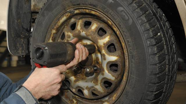Wettberwerb zwischen Auto-Werkstätten soll gestärkt werden (Archiv)