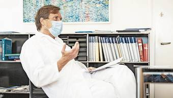 «Wir haben bei uns keine italienischen Verhältnisse.» Chefchirurg Mark Hartel in seinem Büro im KSA.
