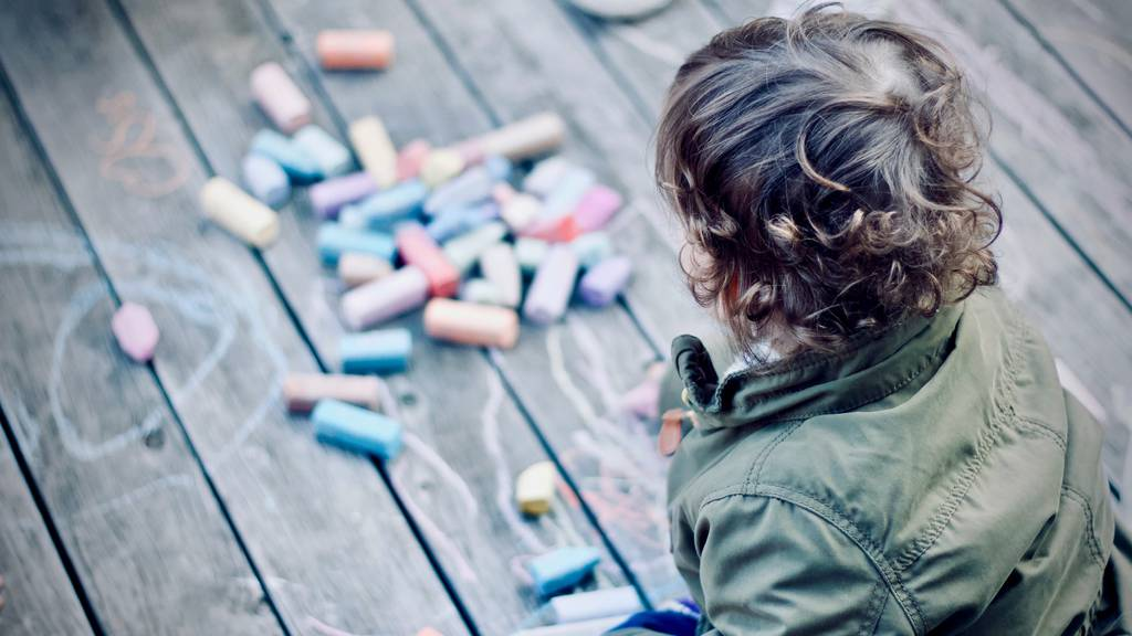 10 Ideen, wie Eltern ihre Sprösslinge in der Corona-Quarantäne daheim beschäftigen können