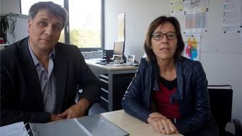 Silvia Petiti und Stefan Liechti begründen die Kostensteigerung der Gemeinsamen Schule Unterleberberg.