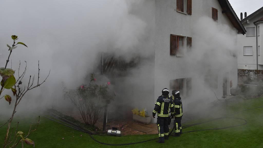 Frau wird wieder überfallen – Täter zündet diesmal Wohnung an