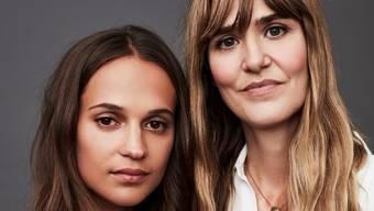 Oscar-Preisträgerin Alicia Vikander (links) mit ihrer Entdeckerin, Regisseurin Lisa Langseth.