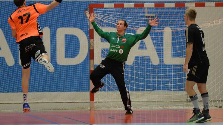 Birsfeldens Goalie Thomas Braun zweige eine starke Partie.