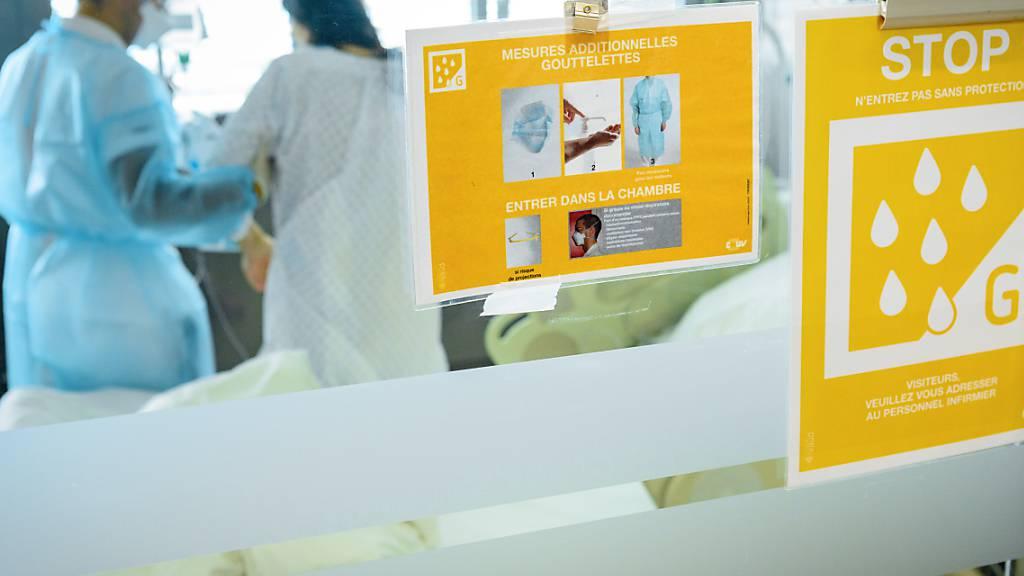Die Zahl der Personen, die in Zusammenhang mit dem Coronavirus in ein Spital eingeliefert werden müssen, steigt.