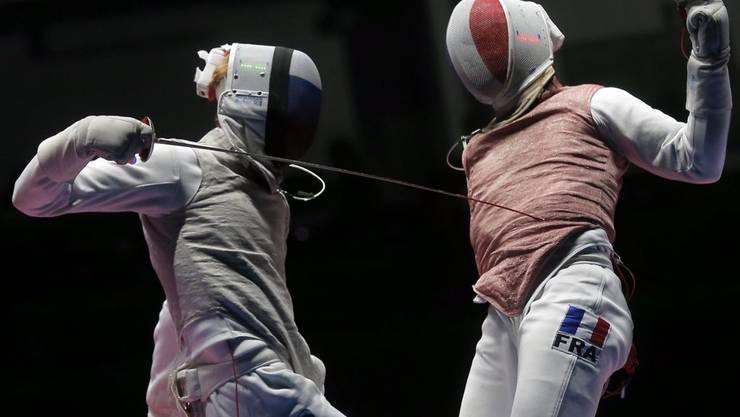 Hier wird man gut unterhalten: Der Fechtwettbewerb im Olympia-Park.