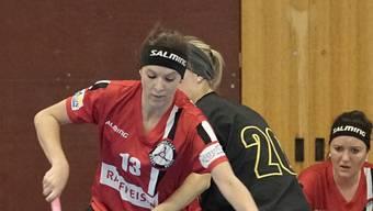 Die Frau von Basel Region, Sarai Stöckli (l.), versucht ihre Gegenspielerin auszuspielen.