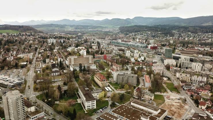 Wenn die Fusion von «Gross-Aarau» zustande kommt, wird sie im Januar 2026 vollzogen.