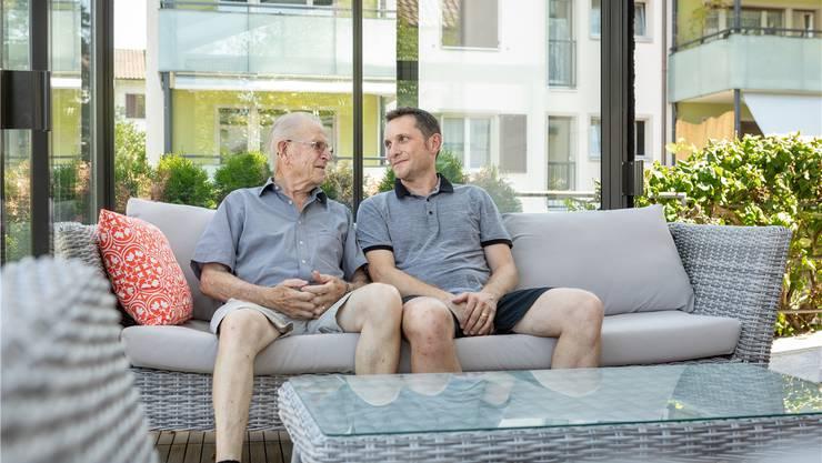 Zwei Generationen im Einsatz fürs Schlierefäscht: Georges und Jürg Zahner legen sich für den Grossanlass ins Zeug.